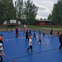 Kaikki harrasteliikuntaryhmät ja koulujen liikuntakerhoryhmät siirtyvät toistaiseksi harjoittelemaan ulkotiloihin